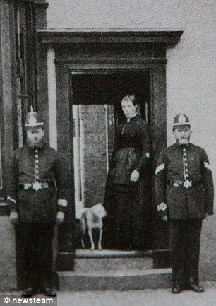 Members of Birmingham's Victorian police force. ©http://www.dailymail.co.uk/news/article-2417281/The-real-Peaky-Blinders-Victorian-gang-terrorised-streets-Birmingham-sewed-razor-blades-caps-headbutt-rivals.html